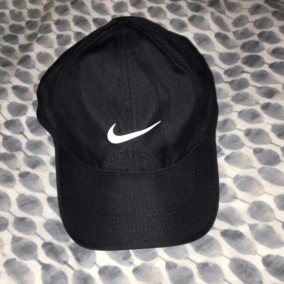 9284f84b311ea NWOT Nike featherlight dri-fit hat. M 5a75e1093afbbdca96b8d56a. Other  Accessories ...
